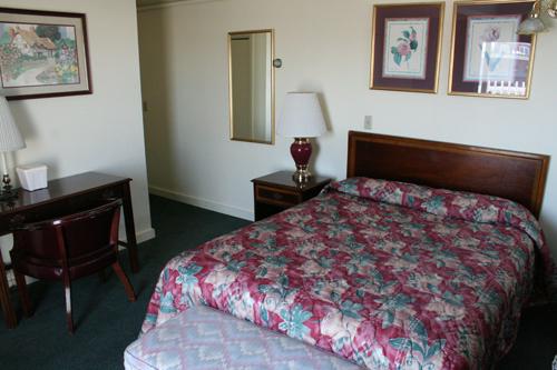 mcguirks-ocean-view-hotel-6